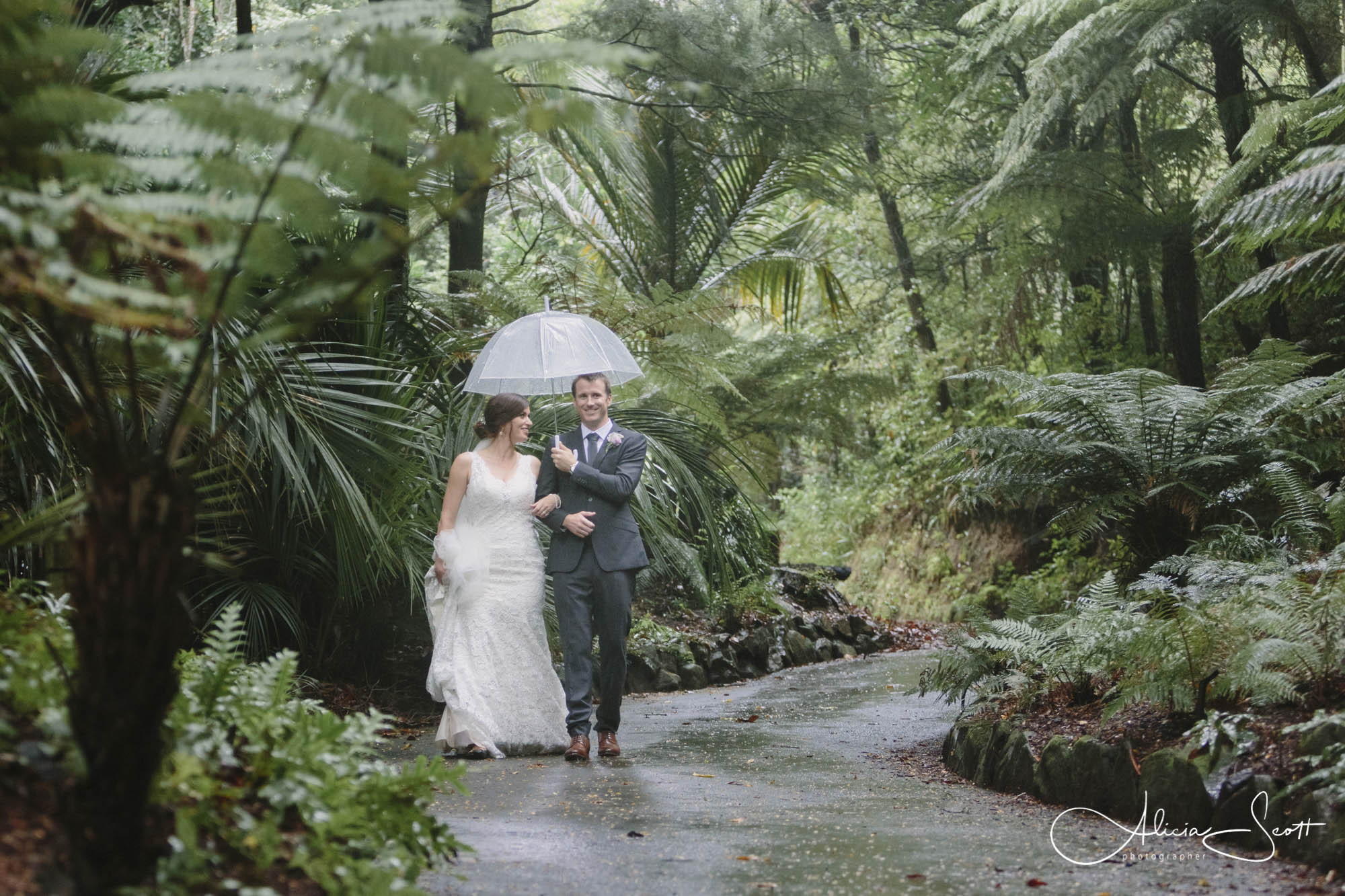 Images from a Foxglove wedding taken by Alicia Scott Wellington wedding photographer